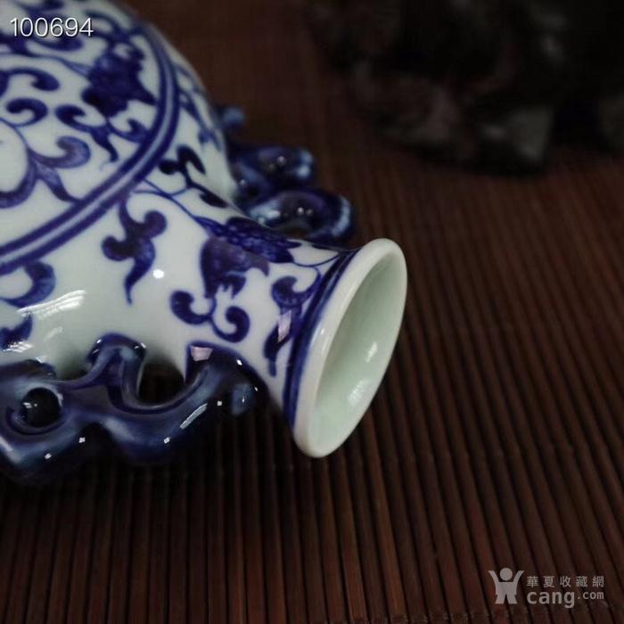 青花缠枝莲纹双耳扁瓶