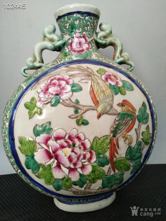 道光年制高浮雕手绘粉彩花鸟扁瓶