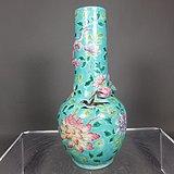 清代绿地粉彩花鸟绘画塑龙天球瓶