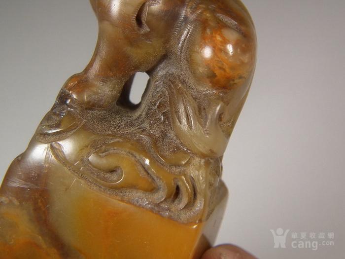 老深黄色寿山石圆雕卧兽大方印章图11
