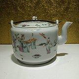 清代光绪陈连盛绘制的粉彩人物戏婴图茶壶