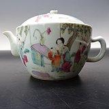 同治粉彩人物茶壶