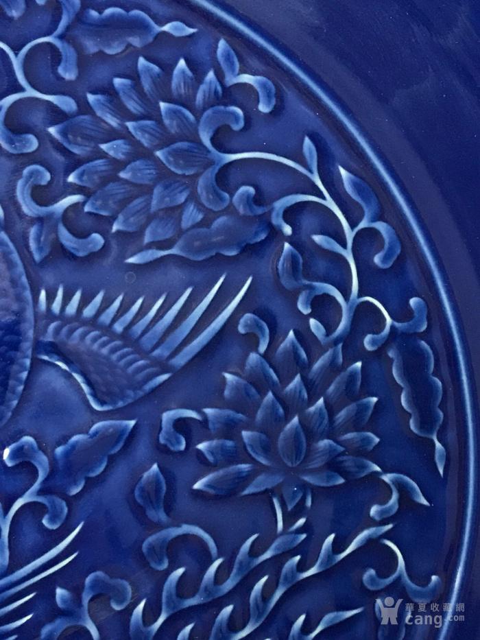 霁蓝浮雕凤纹花边盘
