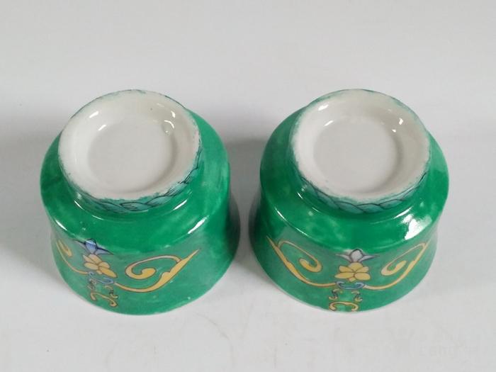 一对绿釉花草净水杯