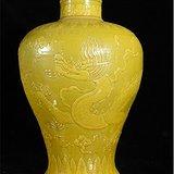 娇黄釉龙纹梅瓶