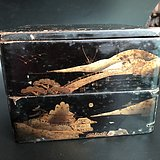 两层大漆描金盒子。老物件