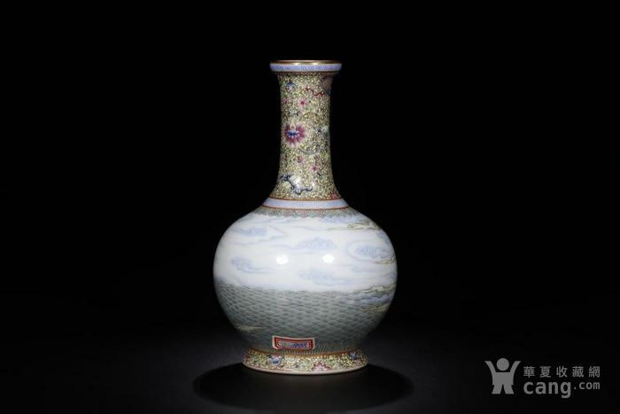 清: 乾隆年制 款粉彩八仙过海长颈瓶