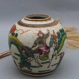 清 成化年制 款哥窑釉粉彩刀马人物罐: