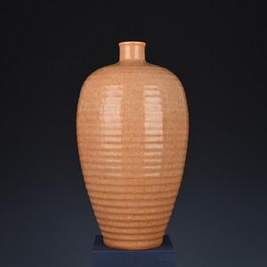 瓷器 龙泉官窑米黄釉炫纹梅瓶