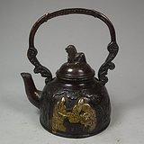 老黄铜人物堆塑人物纹提梁大铜壶