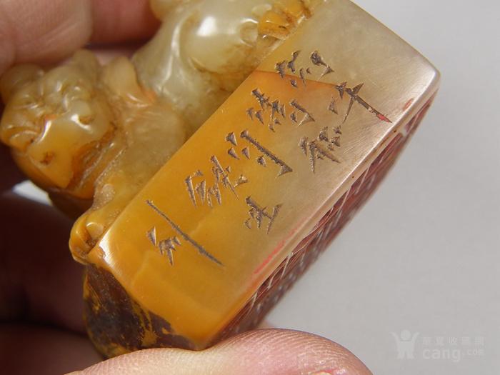 老黄色寿山石高浮雕卧兽带款大方印章图5