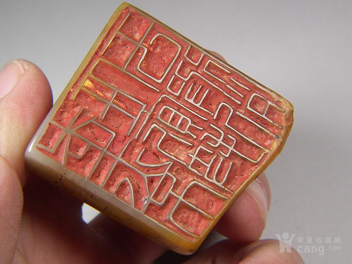 老黄色寿山石高浮雕卧兽带款大方印章图11
