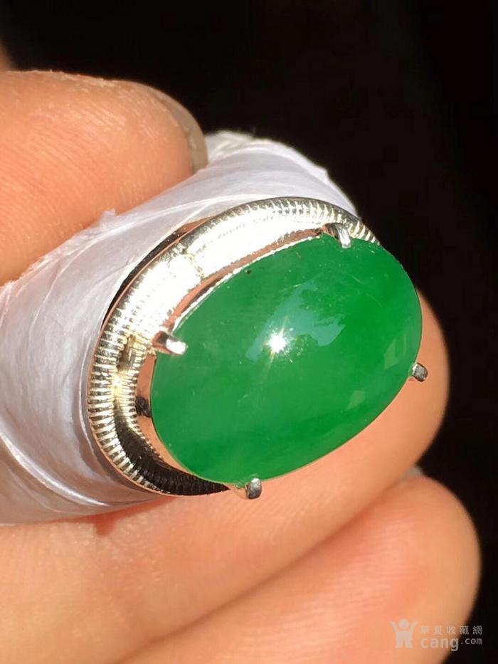 马鞍品质非常好色浓阳绿,尺寸15.2 10.5 4.5mm
