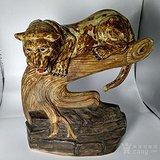 名家金生盛造瓷塑树上虎