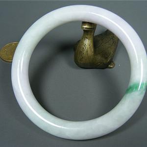 几十年的A货新工白瓷种飘正阳绿翡翠粗条大圆手镯