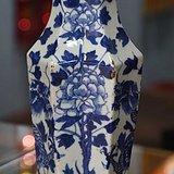 青花六*牡丹龙纹瓶