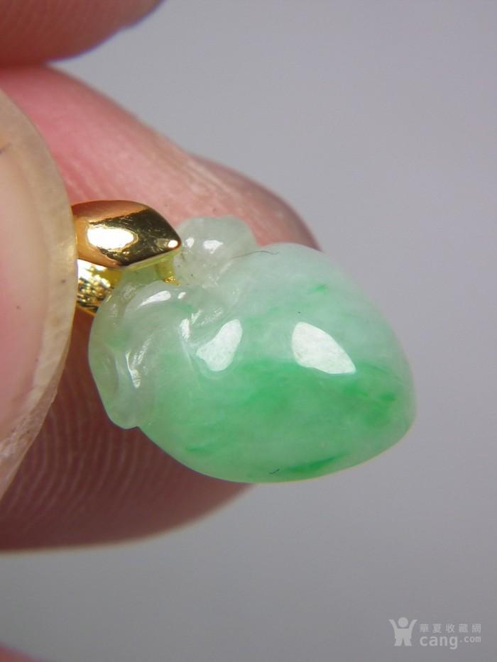 八九十年代的A货新工冰种飘阳绿翡翠带孔圆雕瓜果大佩图9