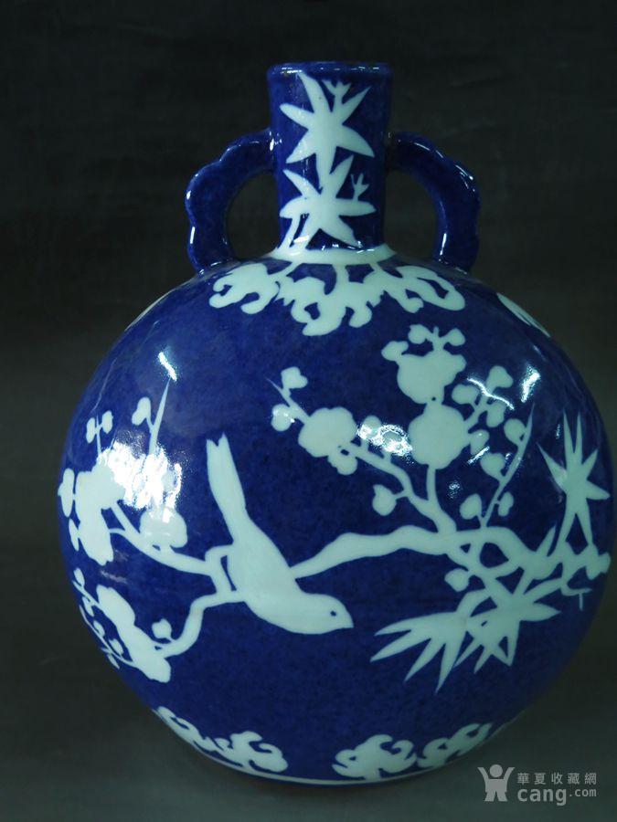 霁蓝釉留白花鸟抱月瓶
