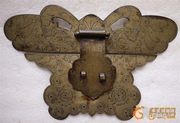 雕刻精美的箱子大銅蝴蝶