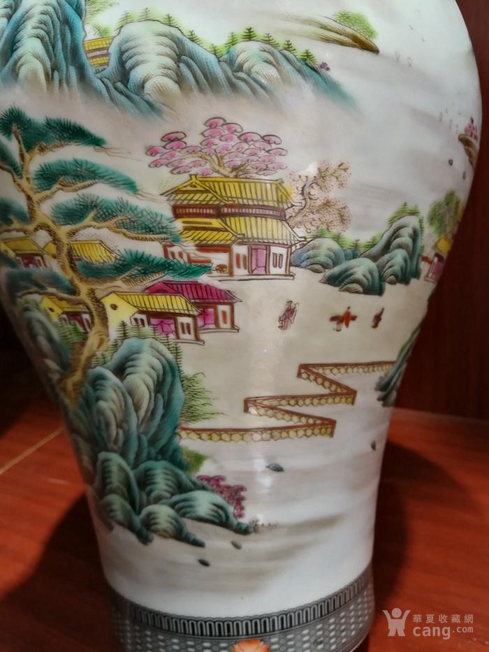粉彩山水梅瓶