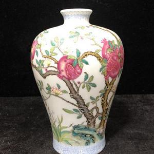 粉彩石榴纹梅瓶