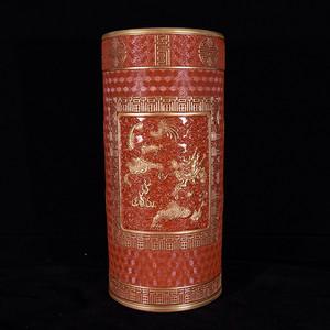瓷器 珊瑚红釉雕刻描金云龙纹笔筒