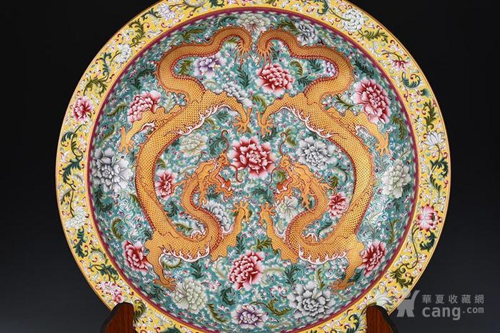 松石绿地花卉双龙纹折沿盘11